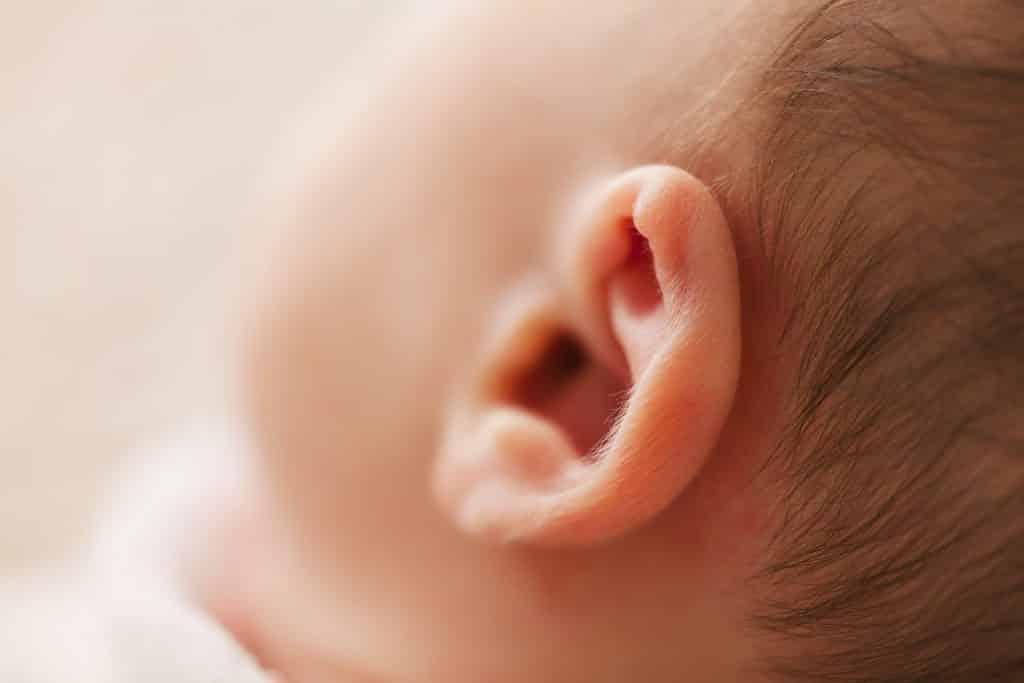sluh pri otrocih